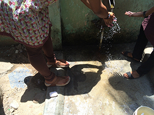 A woman in Chennai washes her hands with water from a groundwater pump commonly used in India. © Hygiene Heroes, 2015